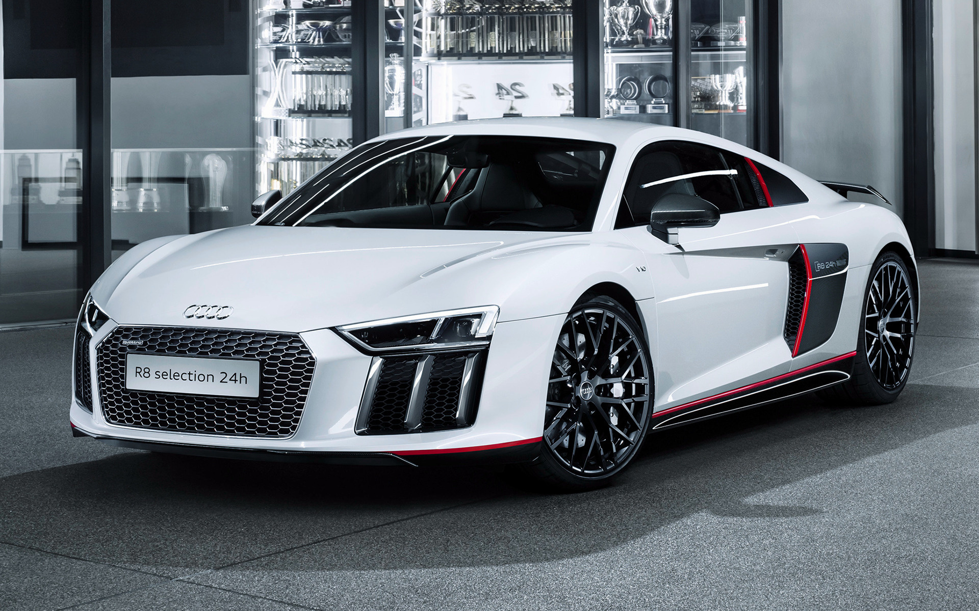 Latest R8 out of Audi stable - New R8 Speeds Out of Audi Stable
