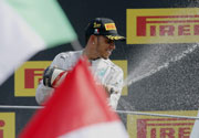 Hamilton knocks Rosberg to takeover in Canada