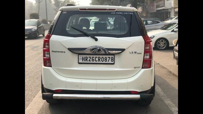 Mahindra XUV 500 W10