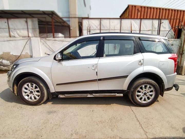 Mahindra XUV 500 W10 2WD