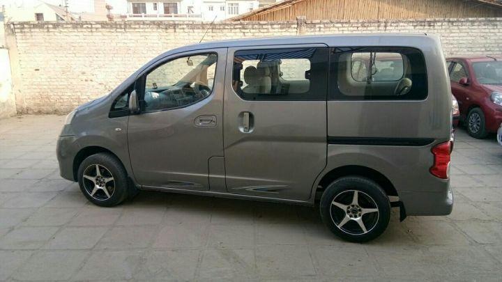 Nissan Evalia XE